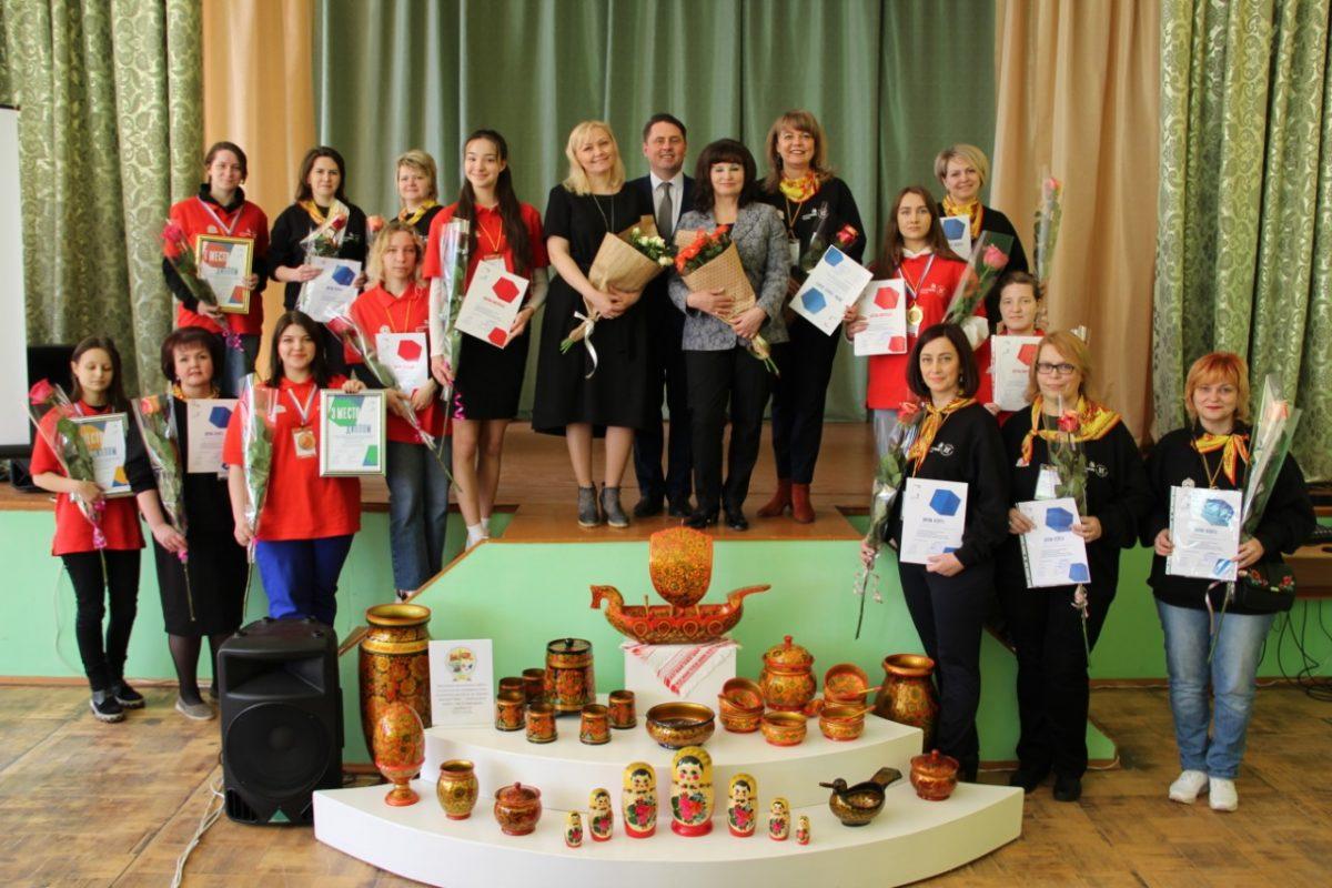 Нижегородцы признаны лучшими художниками росписи подереву поверсии WorldSkills