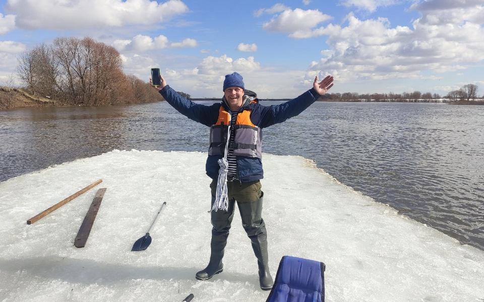 «Адреналин получили»: друзья из Рязани отправились в заплыв на льдине по Оке