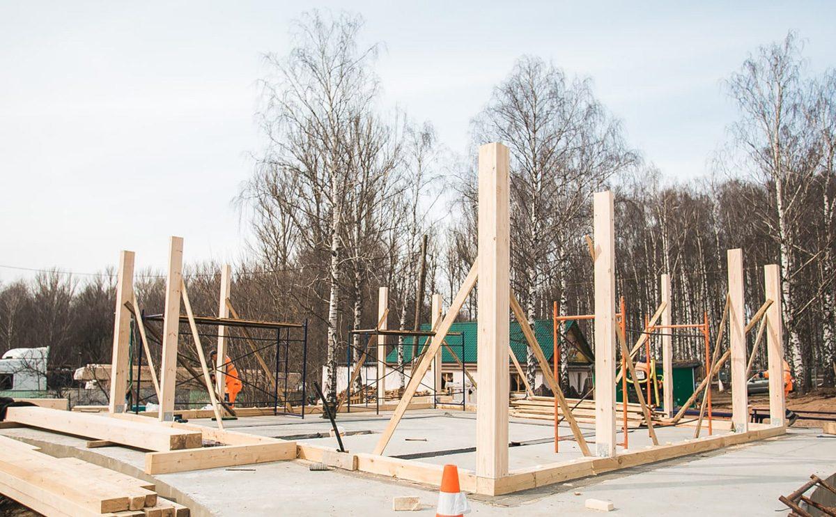 В парке «Швейцария» началась установка спортивного центра