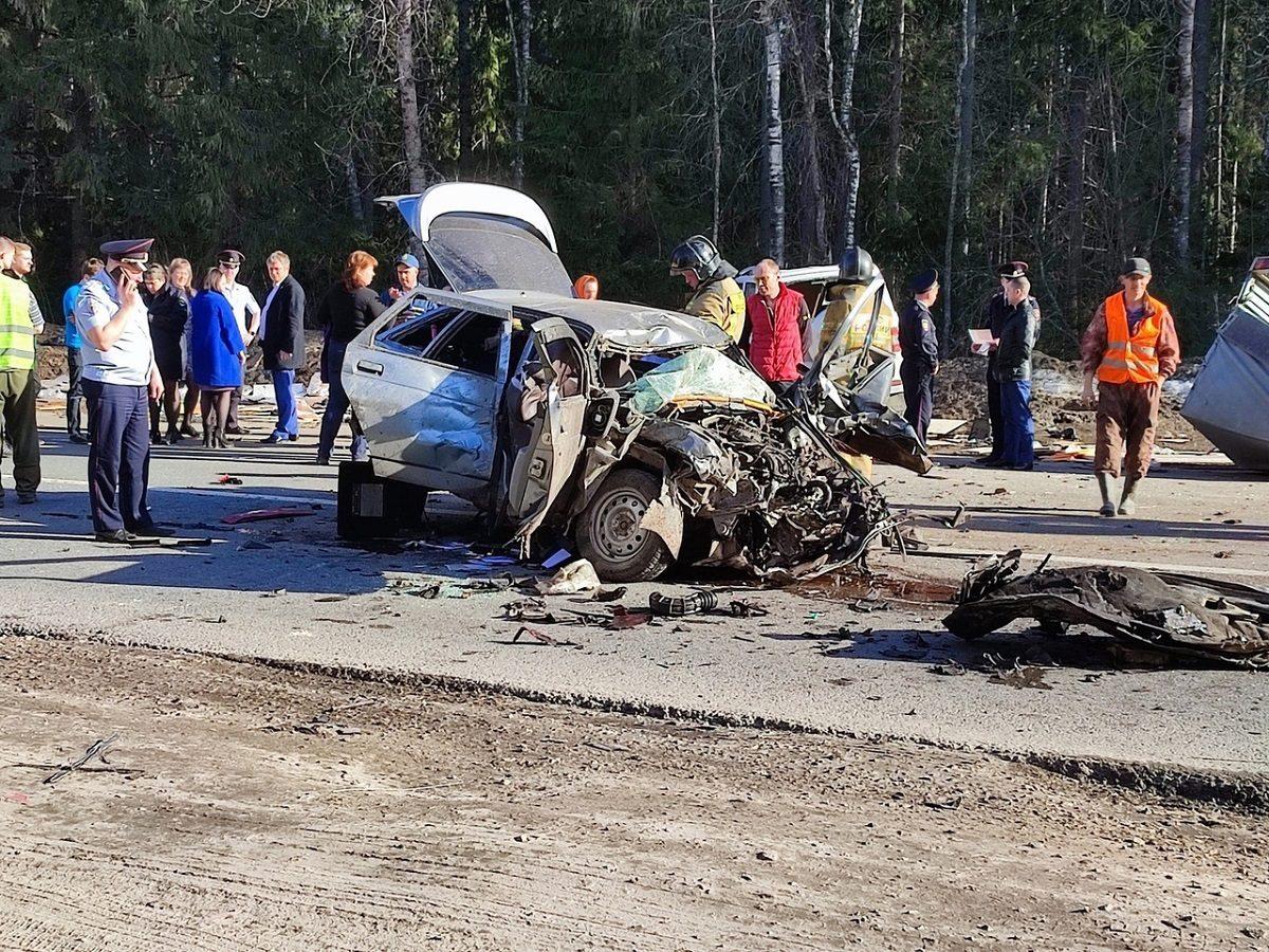 Машина всмятку: молодая женщина погибла в жутком ДТП в Нижегородской области