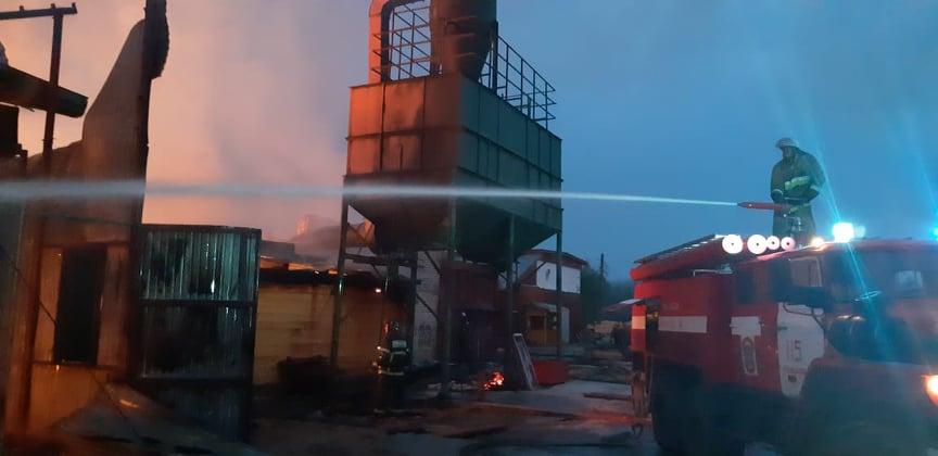 Опубликованы фотографии с пожара на пилораме в Семёновском районе