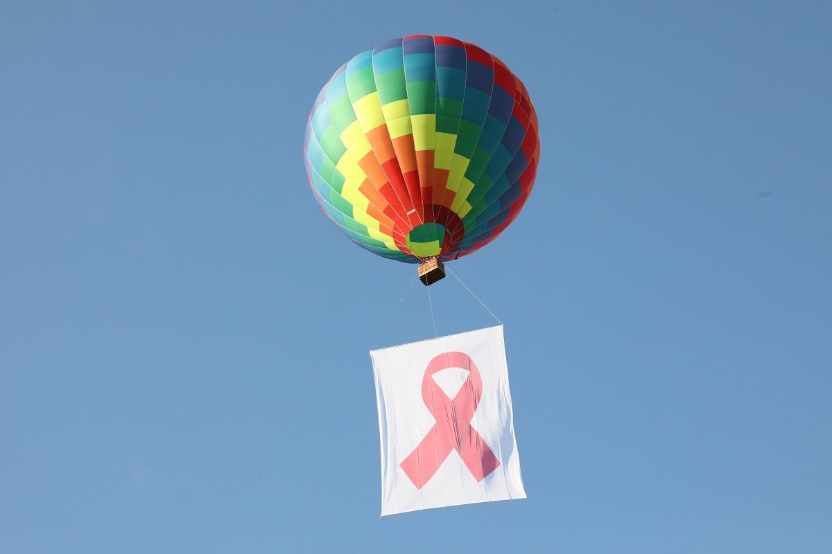 Воздушный шар, стадион, телебашня: как в Нижнем Новгороде почтили память жертв СПИДа