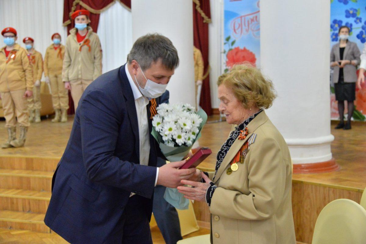 Глава Дзержинска поздравил ветеранов Великой Отечественной войны накануне Дня Победы