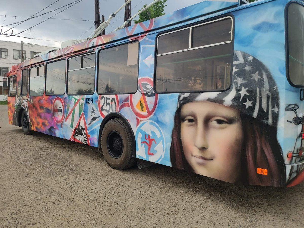 В Дзержинске появился байкерский троллейбус