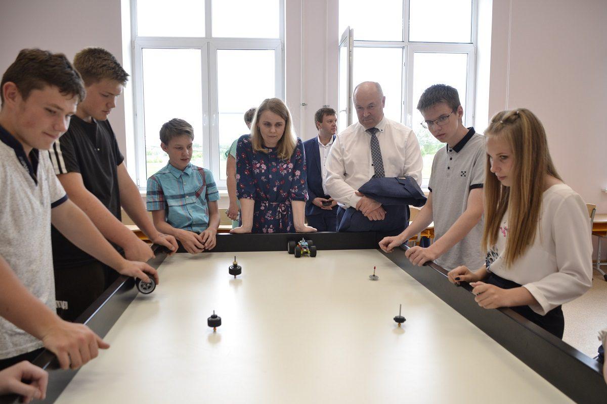 Ученики школы Дальнеконстантиновского района готовятся кэкзаменам вкабинетах, оборудованных понацпроекту «Образование»