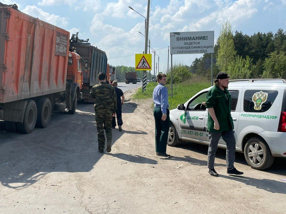 ГИБДД совместно с Росприроднадзором провели рейд по нелегальной перевозке мусора в Московском районе