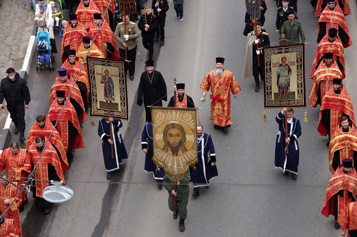 Пасхальный крестный ход состоялся в Нижнем Новгороде. Смотрим, как это было