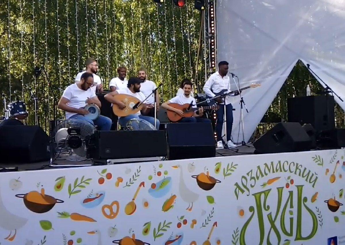 Иностранные студенты исполнили «Катюшу» под африканские инструменты на фестивале «Арзамасский гусь»