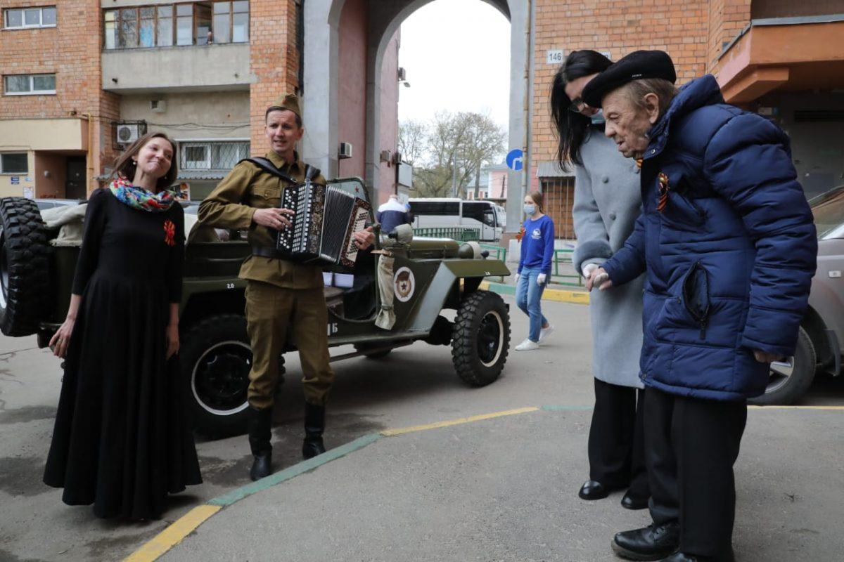 Нижегородского Героя Советского Союза сДнем Победы поздравила фронтовая бригада
