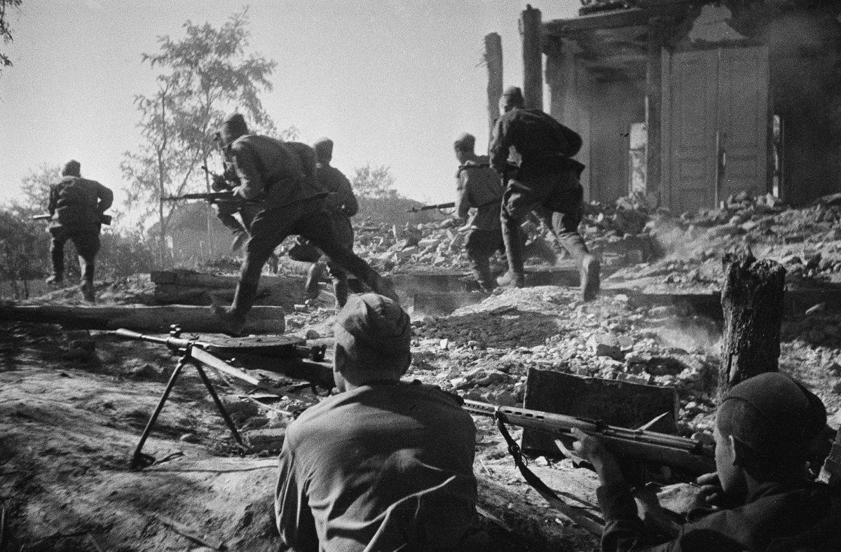 Дожить до позора: почему некоторые писатели-фронтовики предали свою военную молодость