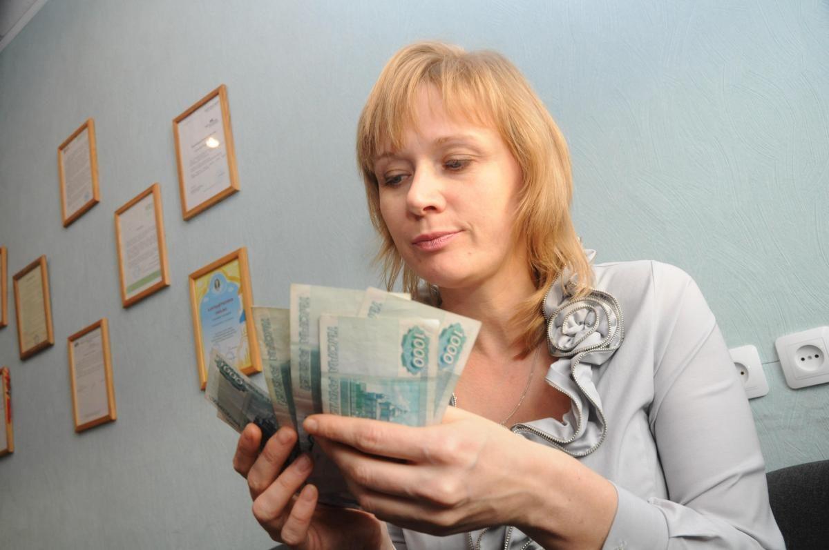 Правда или ложь: всем россиянам будут ежемесячно платить по 10 тысяч рублей
