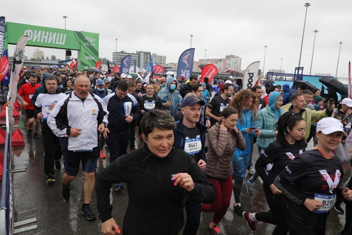 «Беги, герой!»: несмотря на непогоду, полумарафон собрал рекордное количество участников