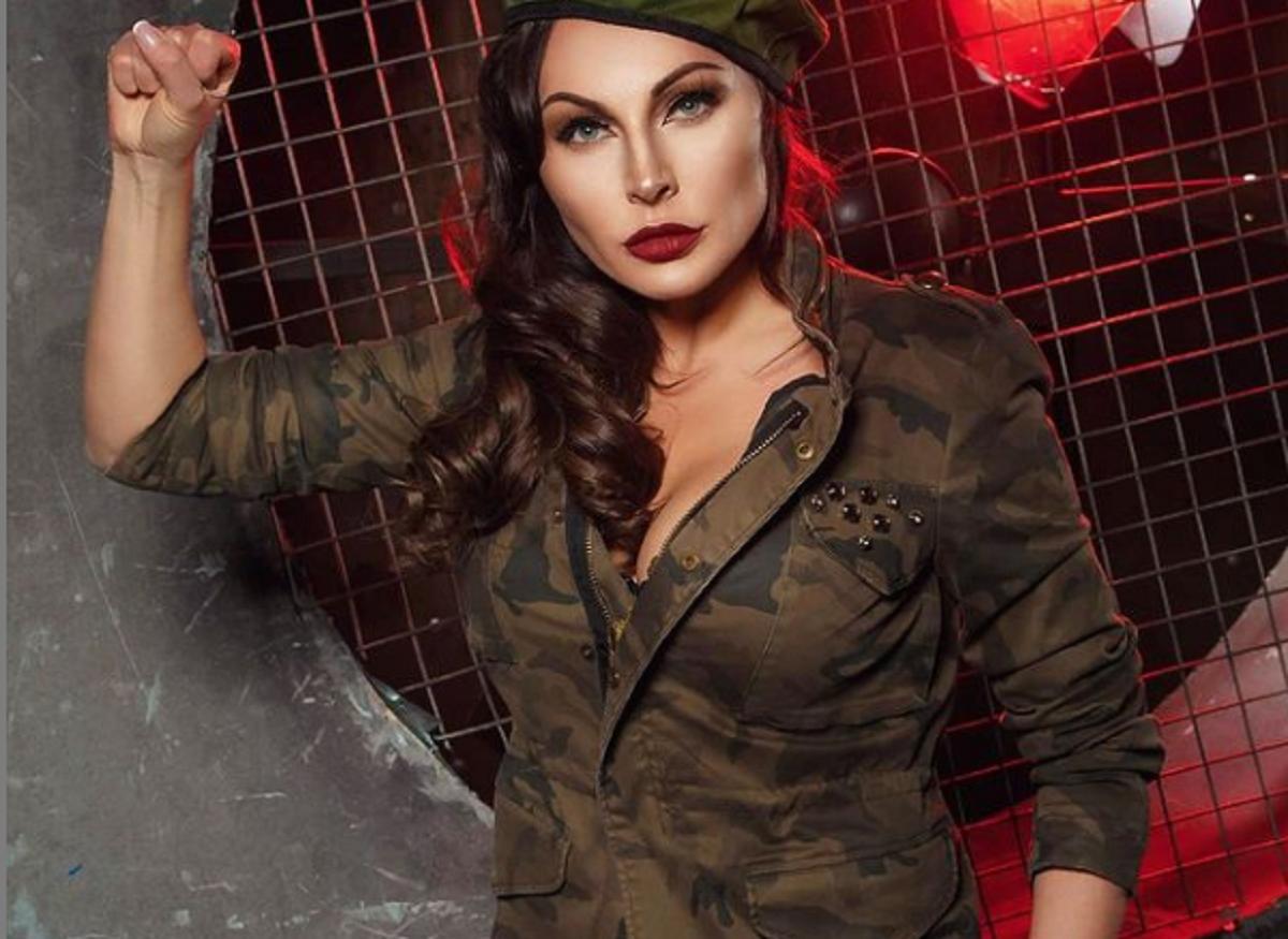 Актрису Наталью Бочкарёву затравили в Instagram за фото в военной форме