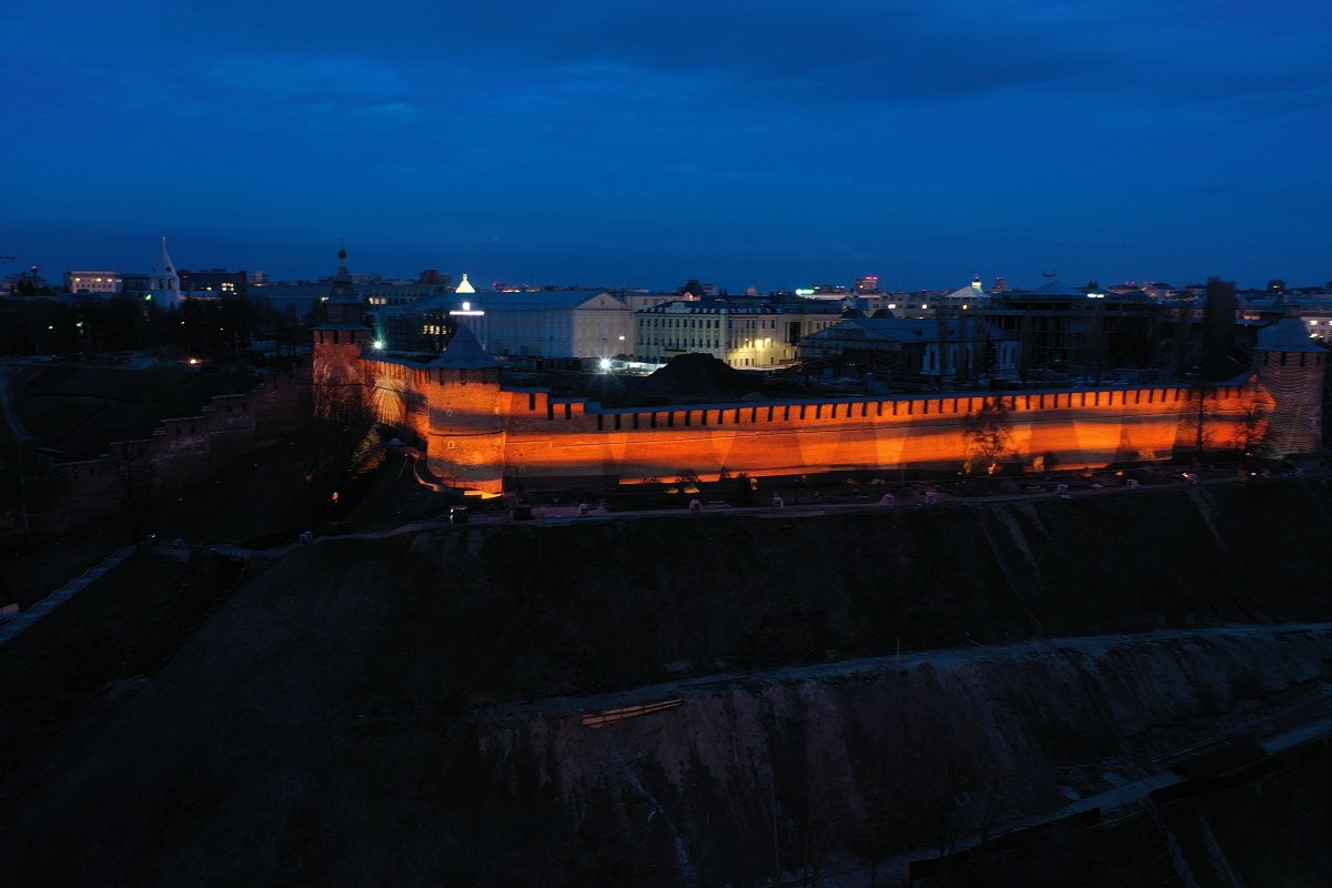 Фото дня: Нижегородский кремль украсила проекция Георгиевской ленточки