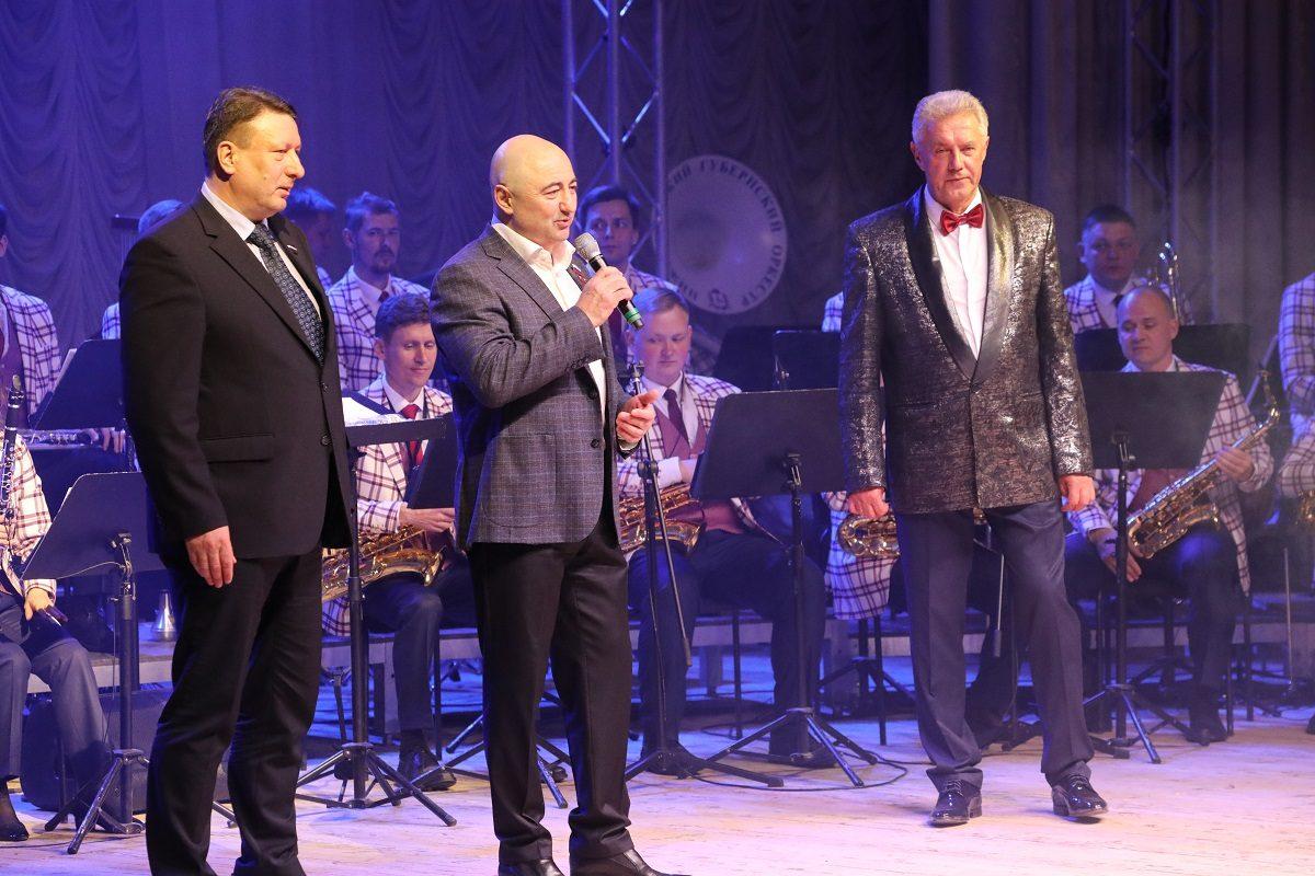 Нижегородский губернский оркестр дал концерт вчесть юбилея художественного руководителя иглавного дирижера Евгения Петрова
