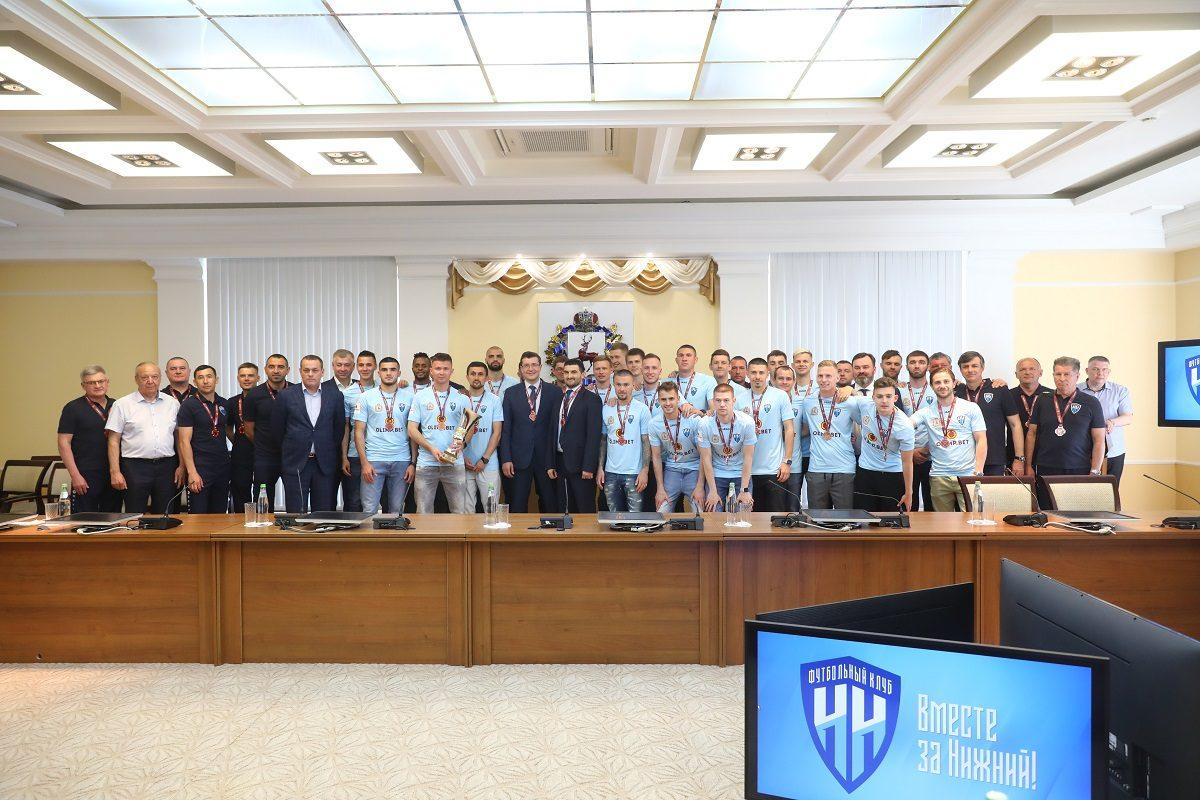 Глеб Никитин вручил медали первенства ФНЛ футболистамФК «Нижний Новгород»