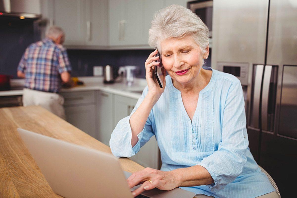 МегаФон предложил российским пенсионерам постоянную скидку на связь