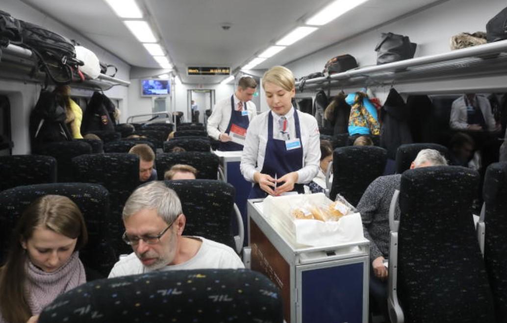 На Горьковской железной дороге действует услуга доставки еды к поезду
