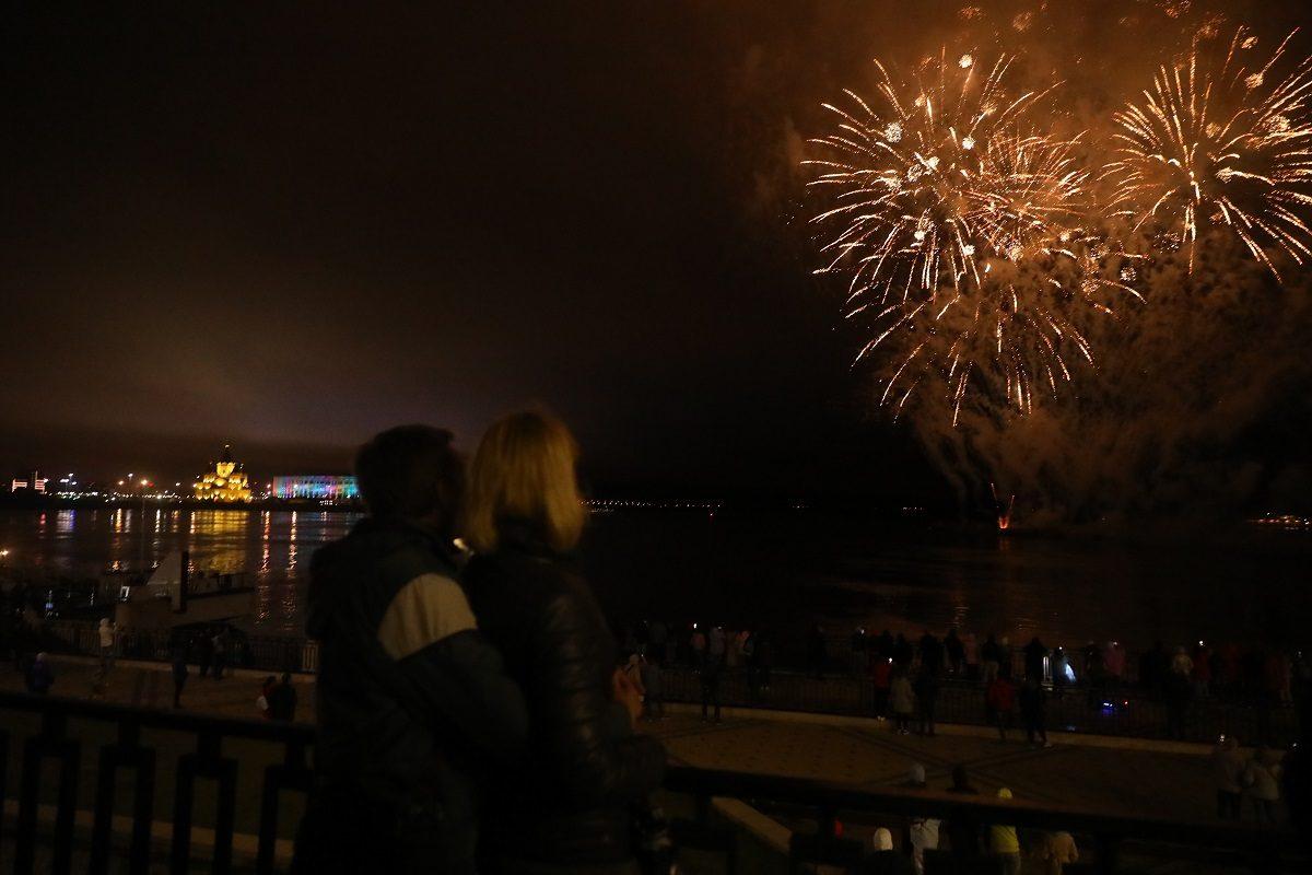 Видео дня: День Победы завершился праздничным салютом в Нижнем Новгороде