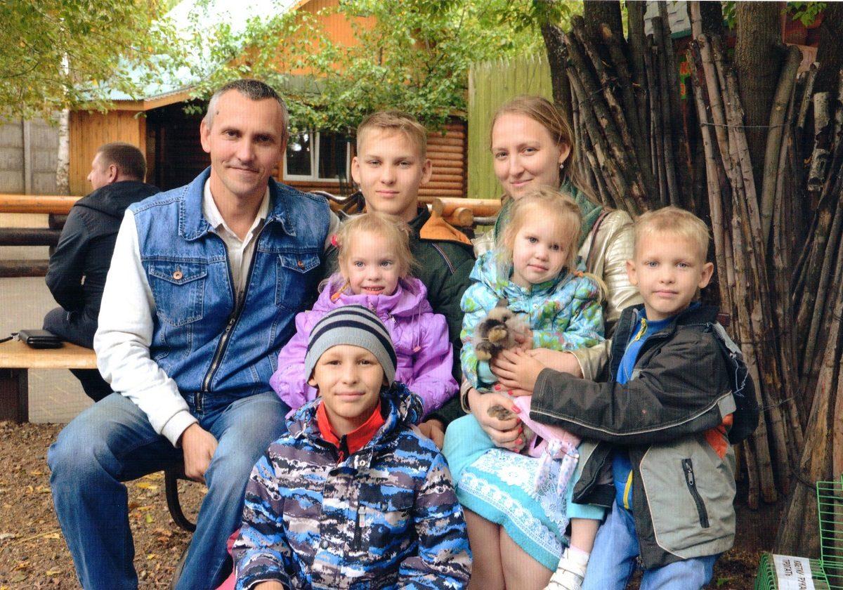 «Мы не справляемся с детьми, мы с ними живём»: победители конкурса «Нижегородская семья» поделились секретами счастья