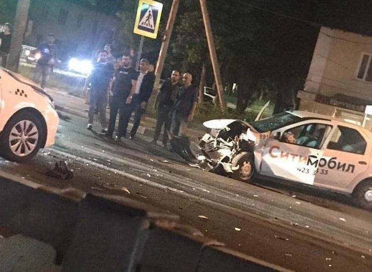 ДТП с участием машин «Яндекс.Такси» и «Ситимобила» произошло в Автозаводском районе
