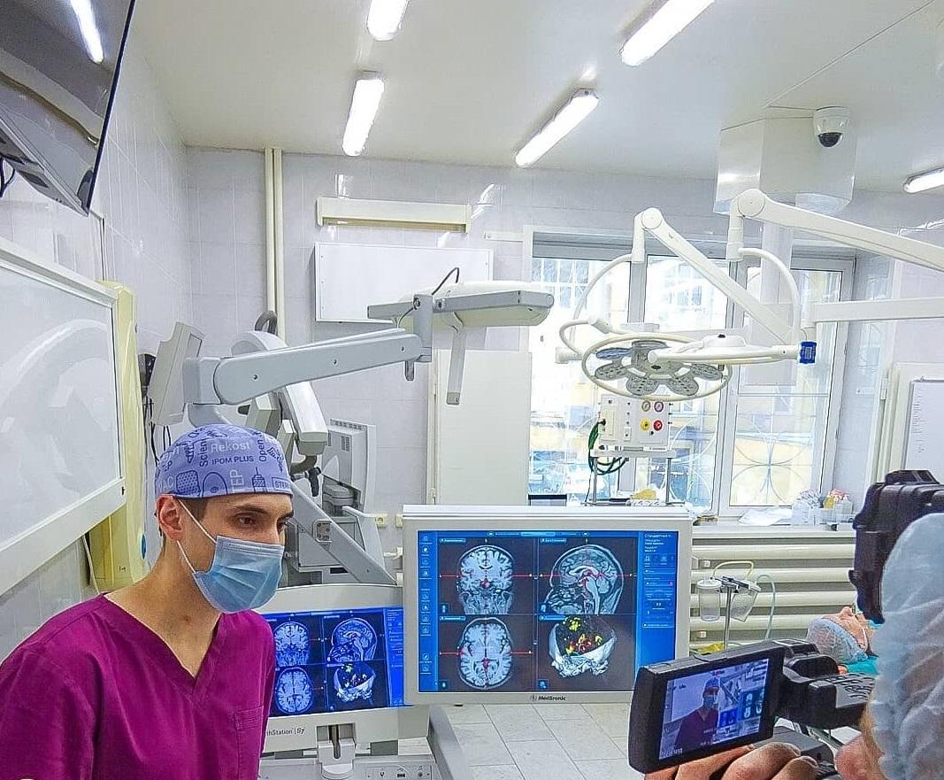 Нижегородские нейрохирурги впервые провели операцию по предотвращению инсульта