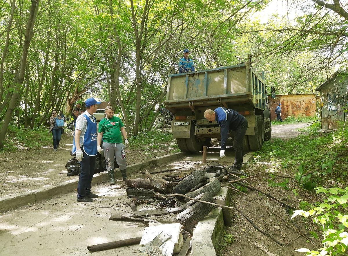 КамАЗы мусора вывезли с берегов Ковы по итогам экосубботника