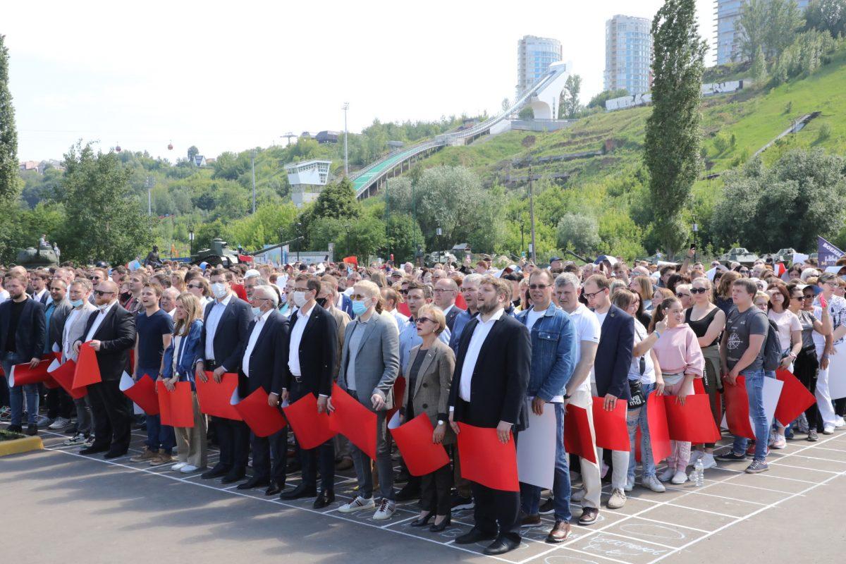 Более тысячи нижегородцев исполнили вместе гимн России