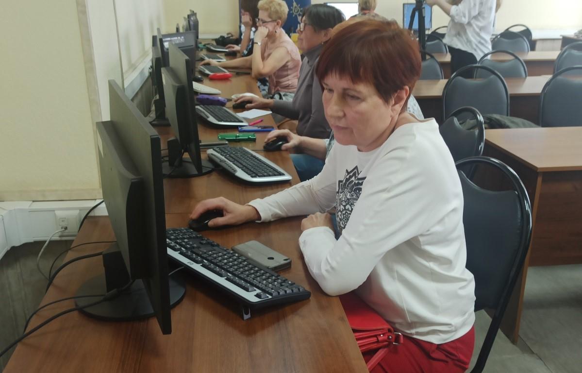 Самых продвинутых пенсионеров определили на чемпионате по компьютерному многоборью в Нижегородской области