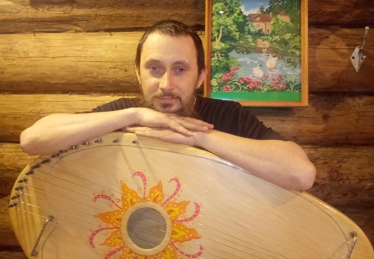 Гусли мои, гусли: житель Воротынского района создаёт уникальные инструменты