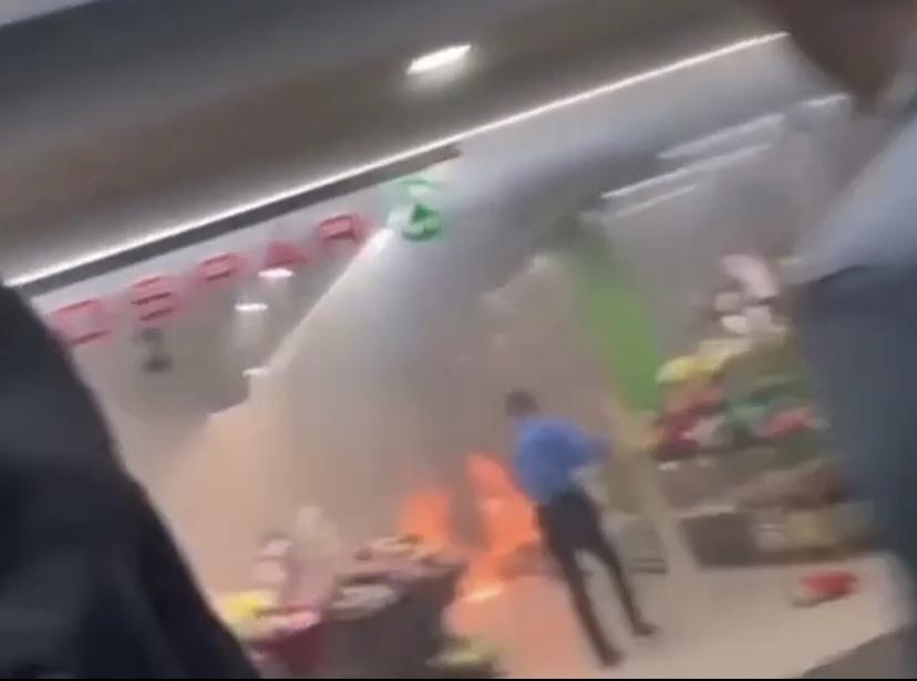 «Зажигательные скидки»: на Автозаводе загорелся магазин
