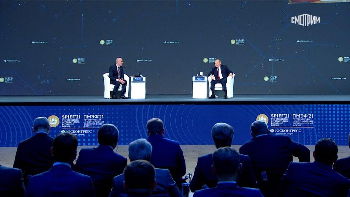 Льготная ипотека и вакцинация для иностранцев: о чем Владимир Путин рассказал на пленарном заседании ПМЭФ-2021