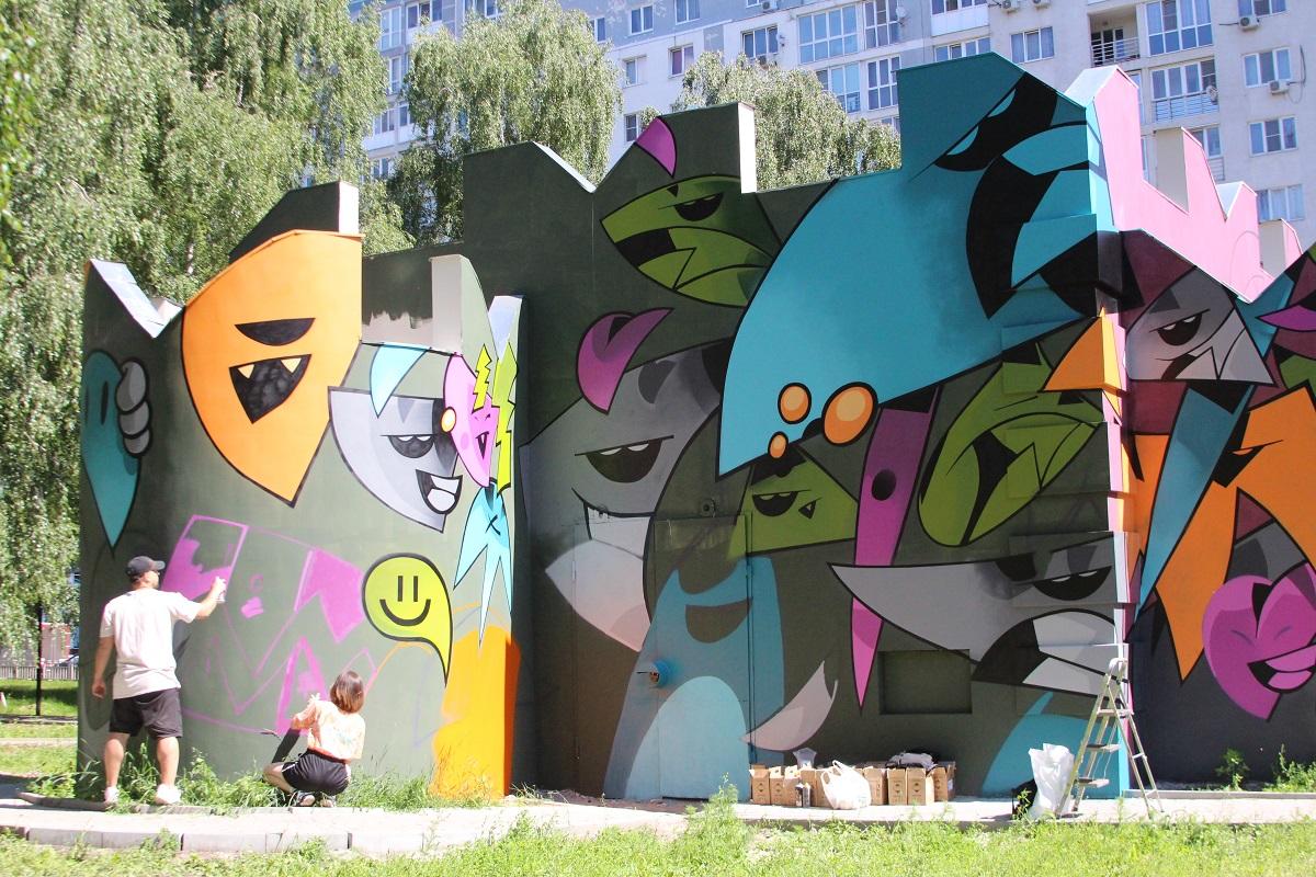 Фасады четырех производственных зданий АО «Теплоэнерго» стали полотнами для уличных художников в рамках фестиваля «Место»