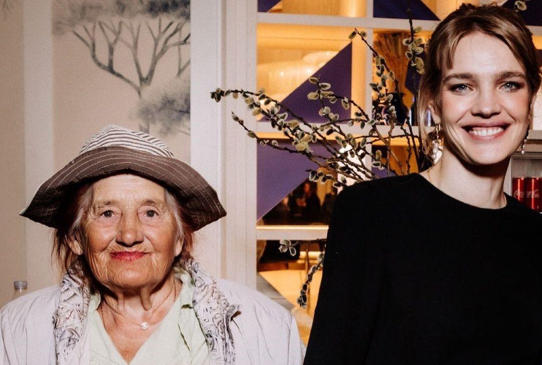 Наталья Водянова встретилась с бабунечкой в Москве на премьере «Русских каникул»