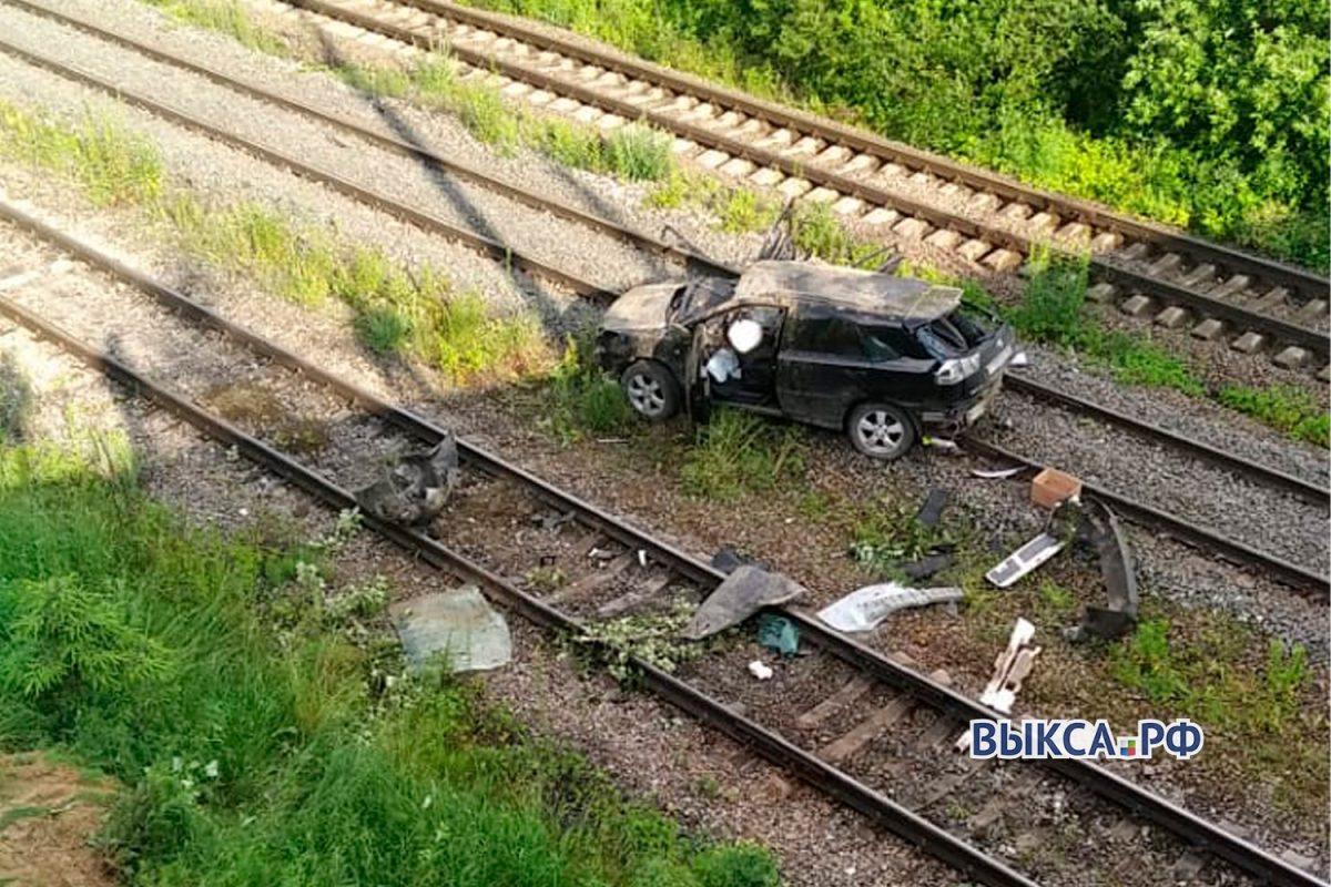 Два человека погибли в результате падения машины с моста в Выксунском районе