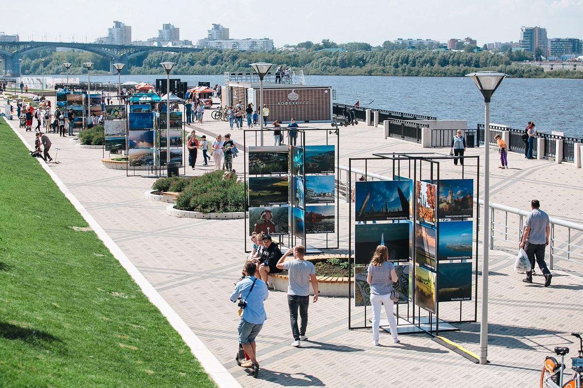 Фотовыставка «800 чудес России» открылась наНижневолжской набережной