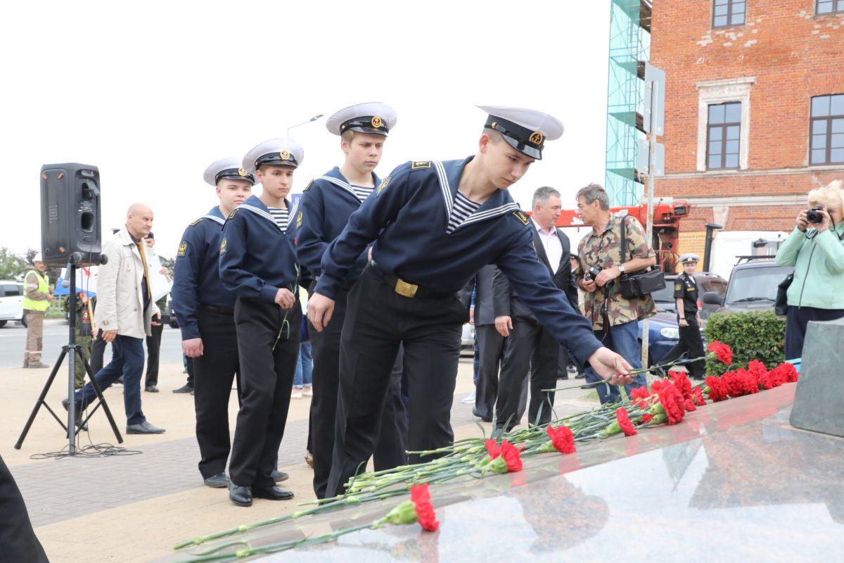 Моряки, Петр I и цветы: смотрим, как отметили день судостроителя в Нижегородской области