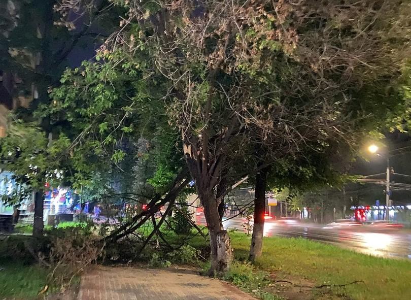 13 109 нижегородцев остаются без электричества после урагана