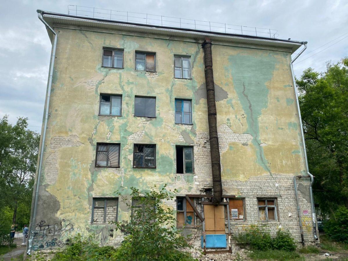 Задрали снос: жильцы аварийного дома в Дзержинске отказываются из него выезжать