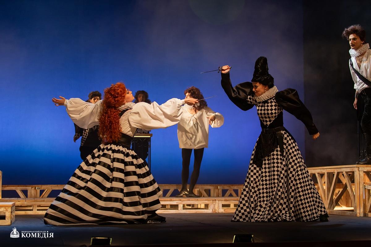 Игра в «Дурочку»: в театре «Комедiя» представили спектакль по пьесе Лопе де Вега