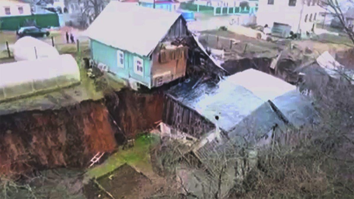 Дома в деревне Караулово Кстовского района снова начали сползать