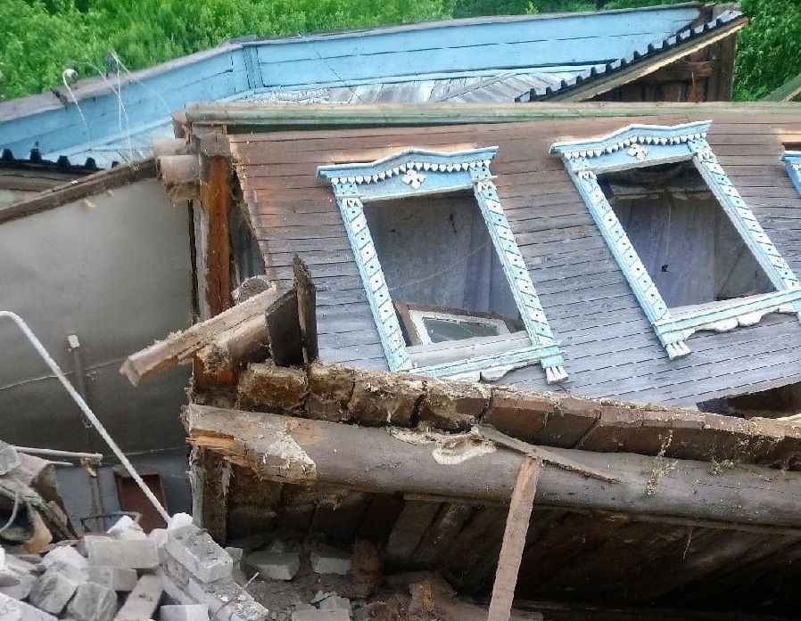В деревне Караулово введен режим ЧС: в овраг рухнул уже третий дом