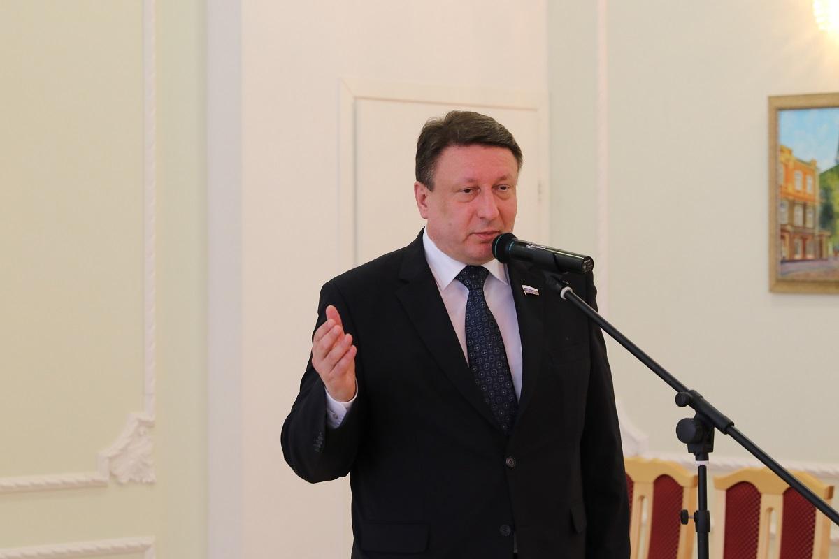 Олег Лавричев: «Радостные глаза учеников, уважение родителей, признание коллег – высшая оценка труда учителя»
