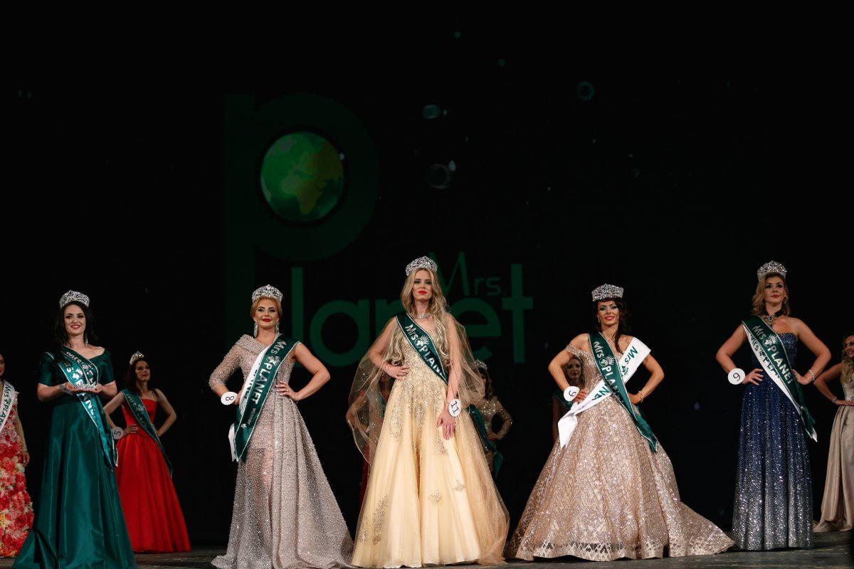 Нижегородки стали лучшими на международном конкурсе красоты «Миссис Планета 2021».