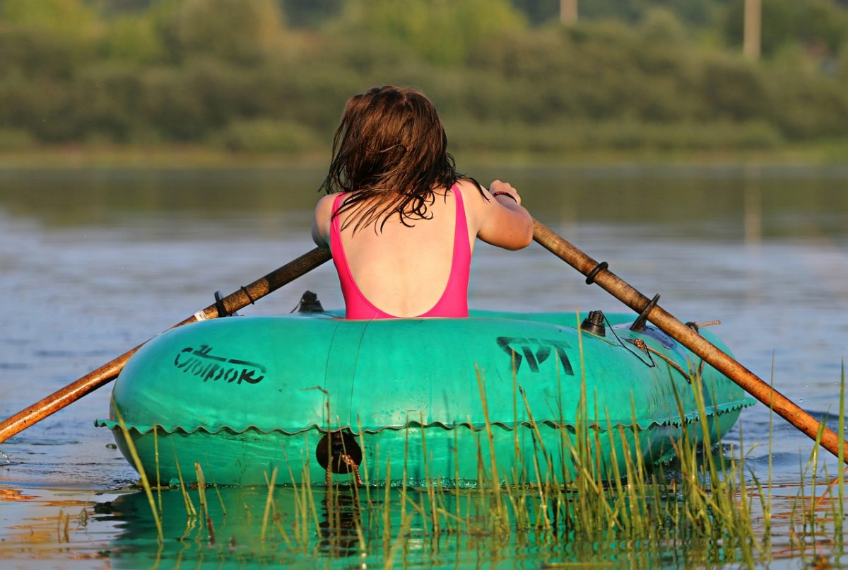 Надувные лодки: спутники на озере, реке и море
