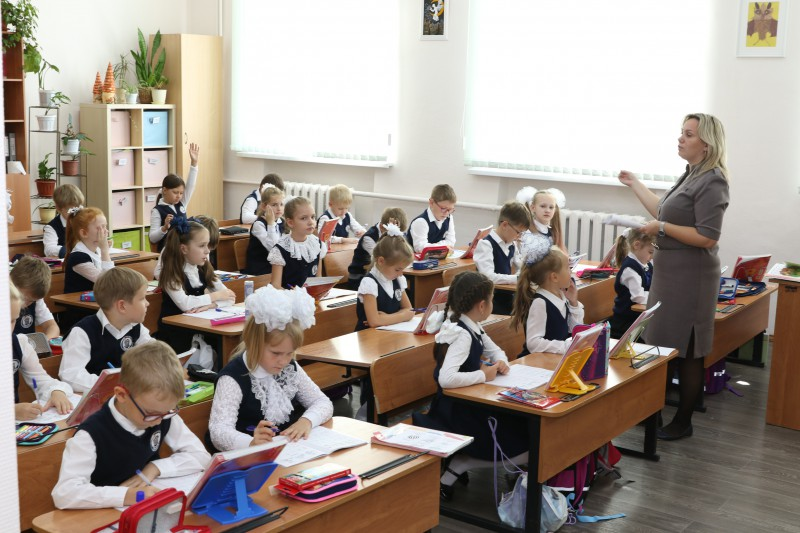 Комиссия по соцполитике обсудила мероприятия по переходу школ города на обучение в первую смену