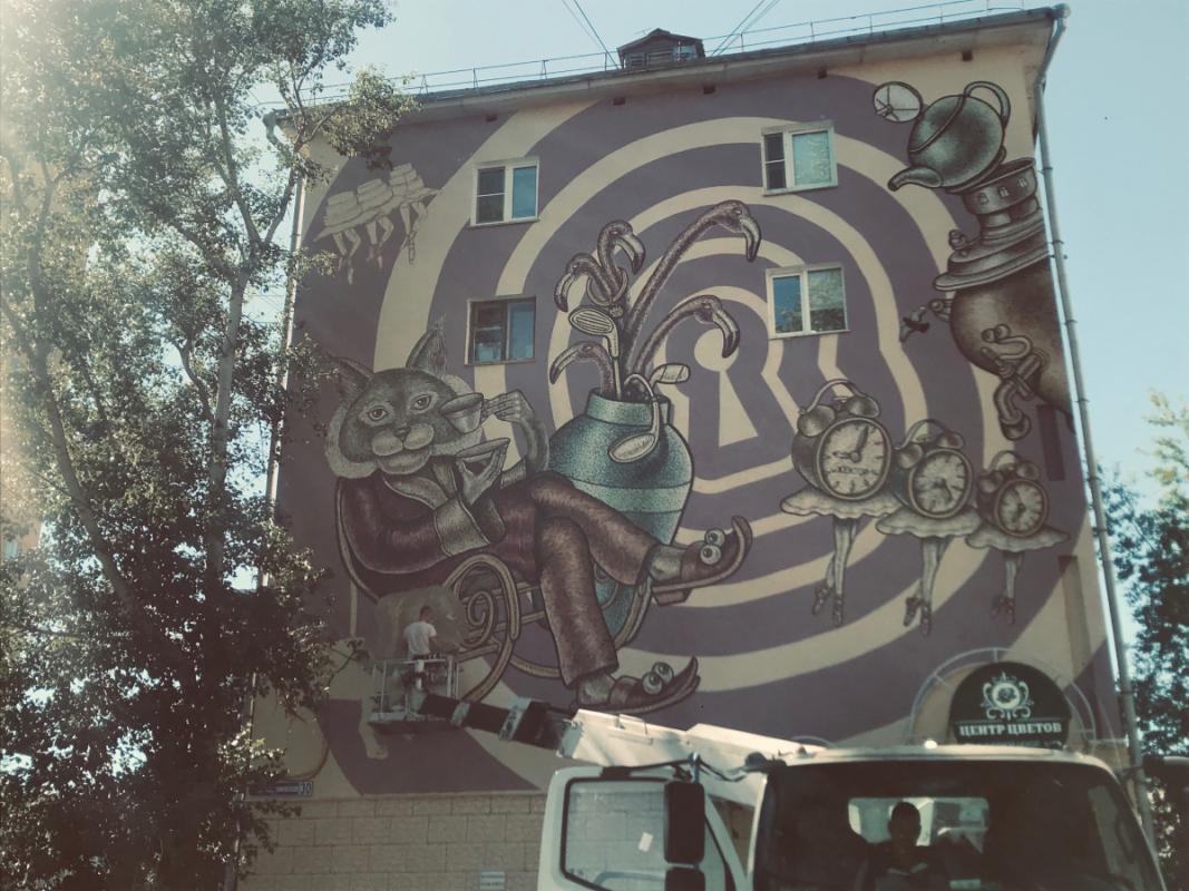 Мурал на тему «Алисы в стране чудес» появился недалеко от Нижегородской ярмарки