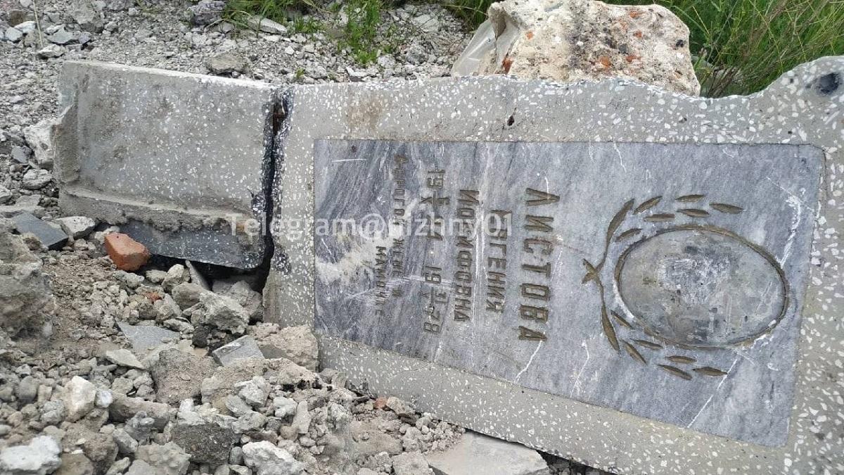 В администрации Кстовского района прокомментировали появление свалки из надгробий