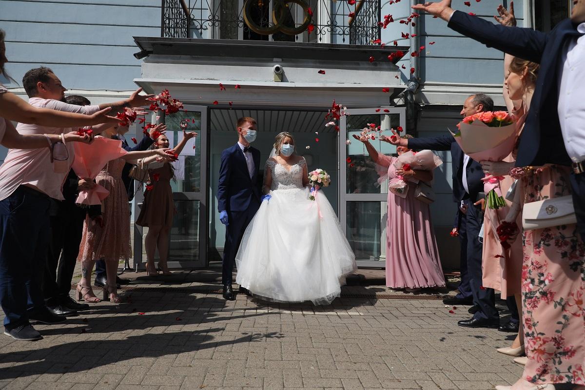 Свадьбы в ЗАГСах будут проводить только с подтверждением об отсутствии коронавируса