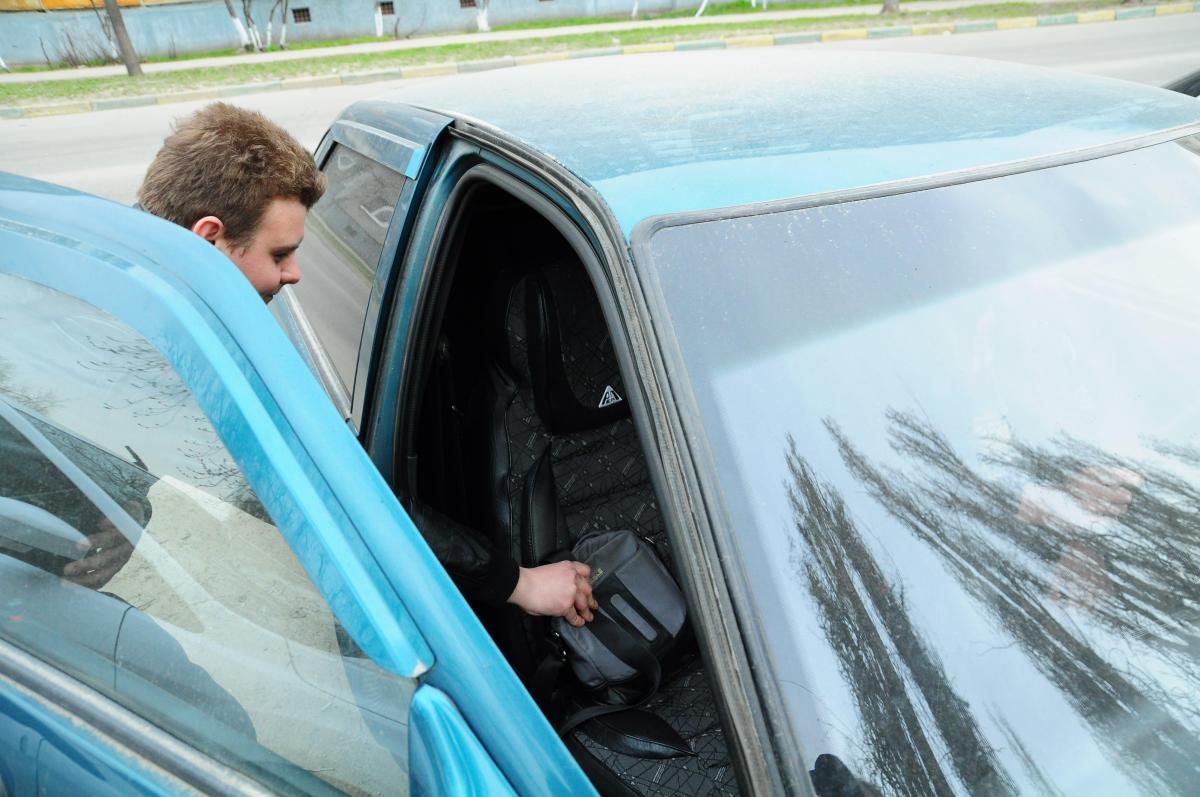 У нижегородца угнали машину, ключи от которой он спрятал под ковриком